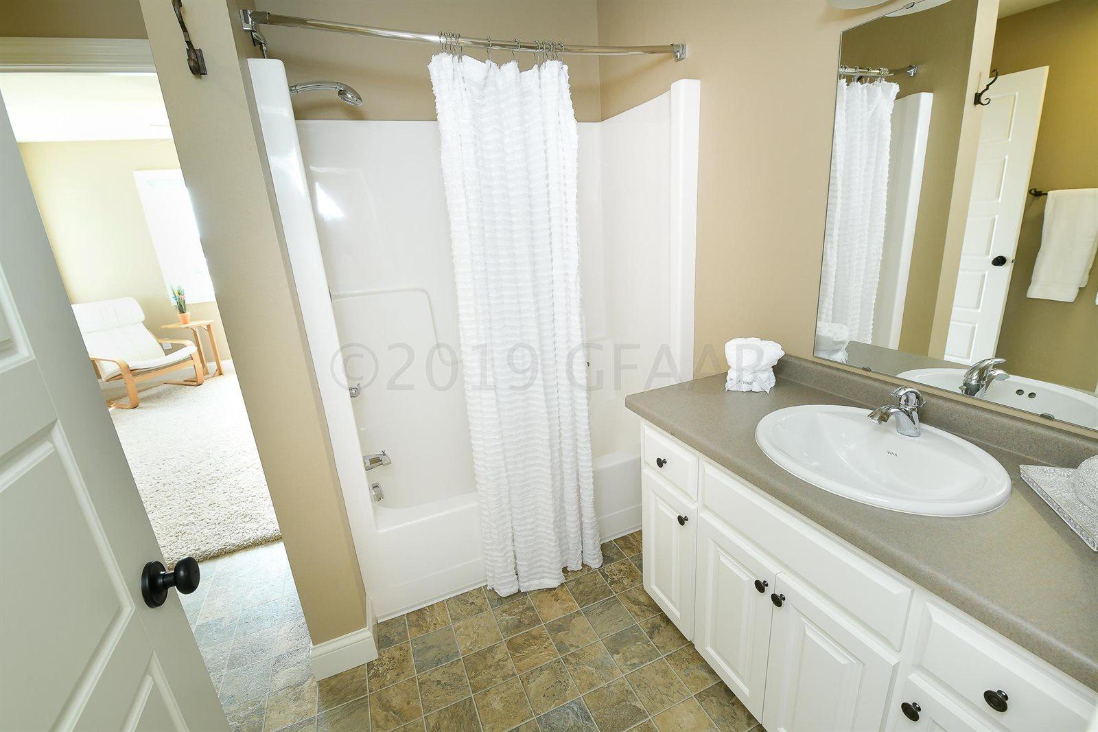 738 Vineyard Circle, Grand Forks, ND 58201