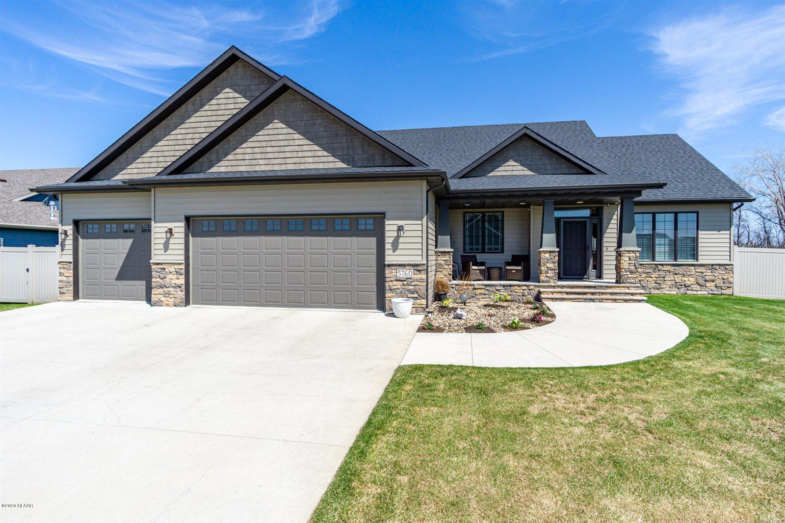 5760 East Prairiewood Dr, Grand Forks, ND 58201