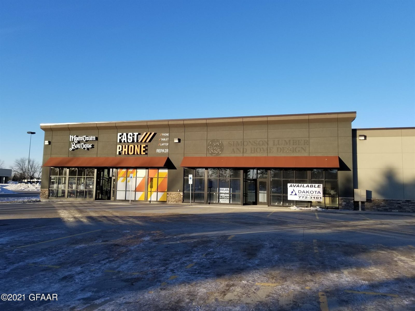 2712 S Columbia Road, Grand Forks, ND 58201