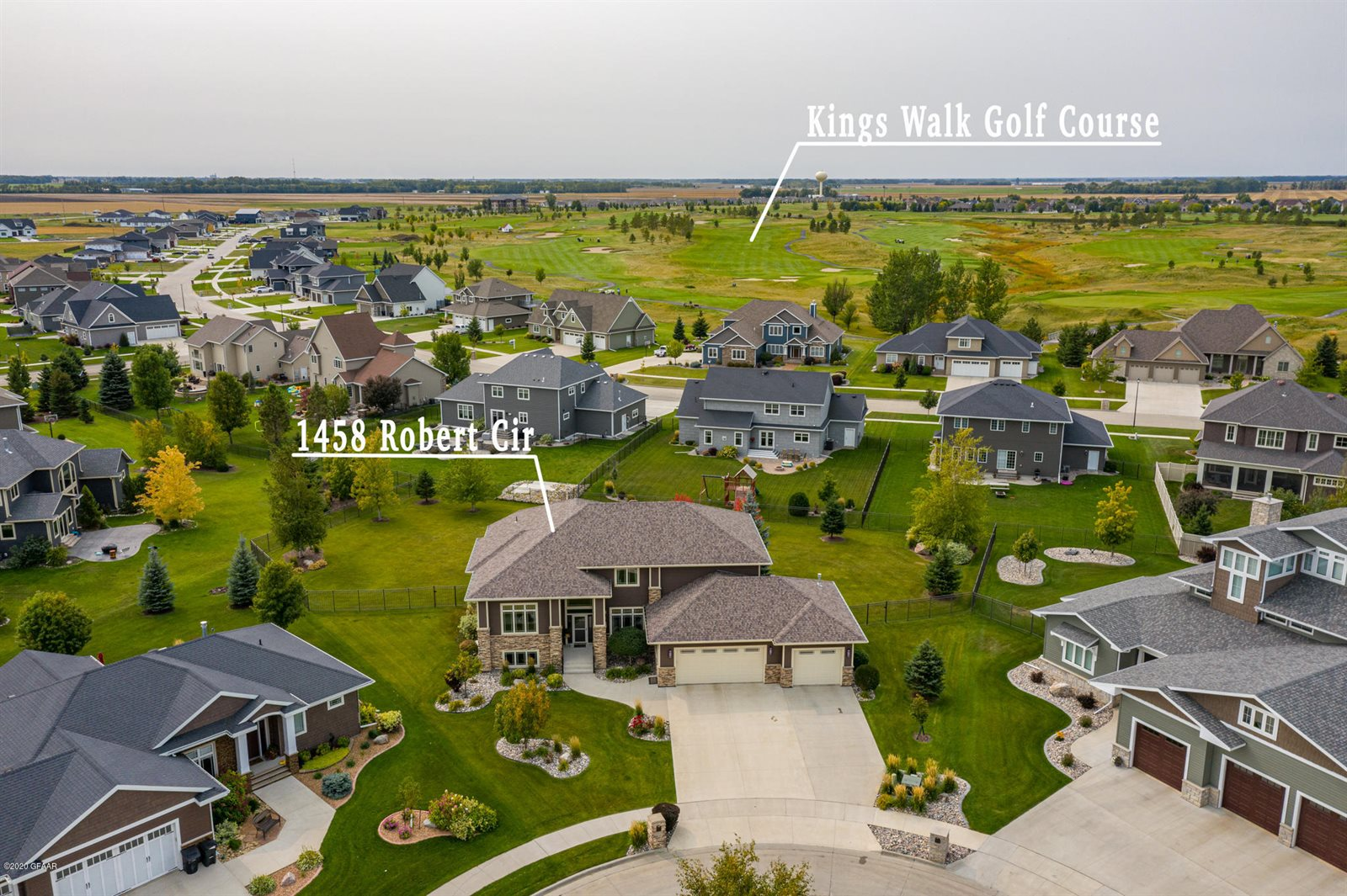 1458 Robert Cir, Grand Forks, ND 58201