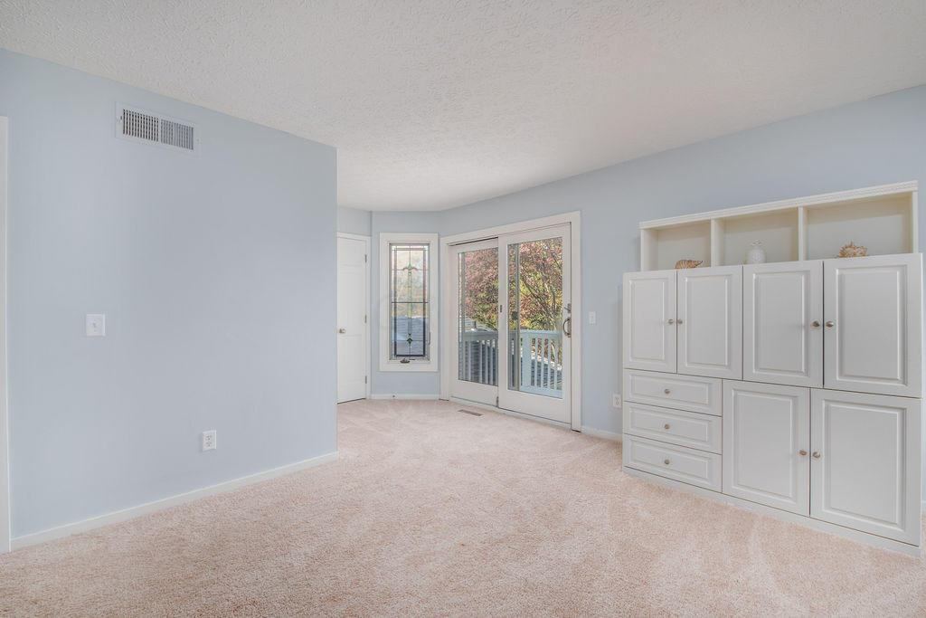 2192 Sandover Road, Upper Arlington, OH 43220