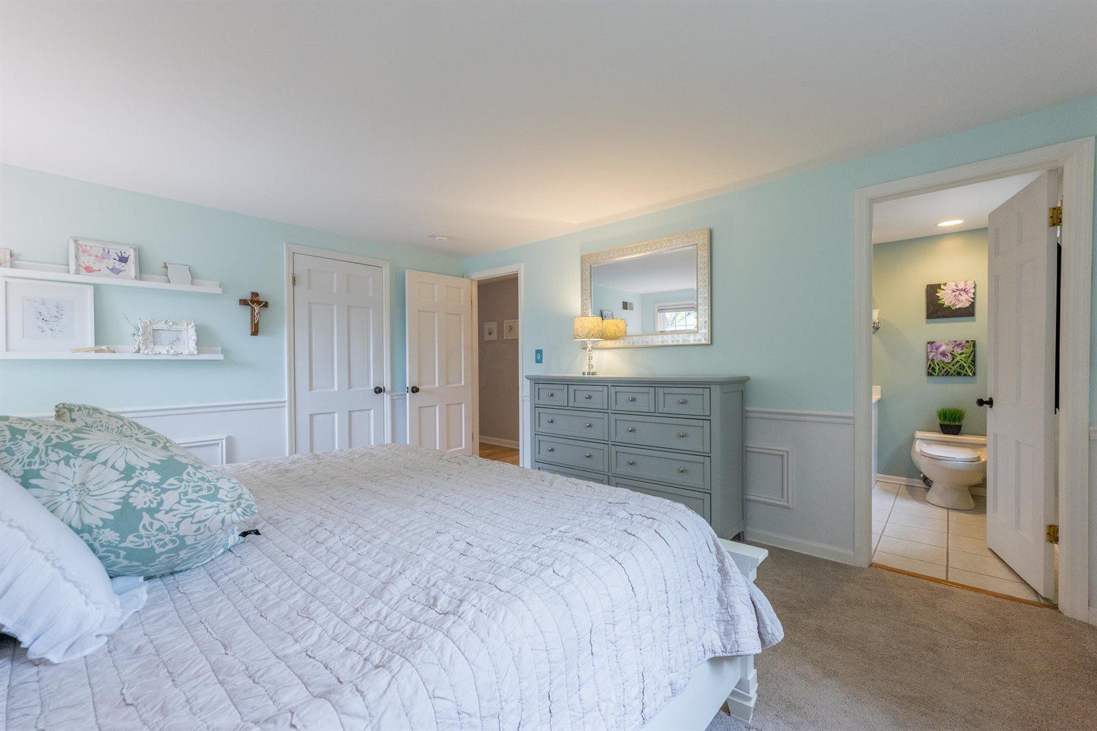 1130 Kingsdale Terrace, Upper Arlington, OH 43220