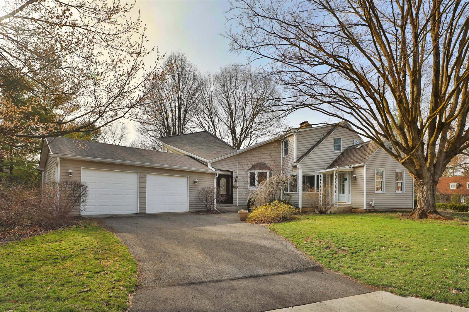 155 West Riverglen Drive, Worthington, OH 43085