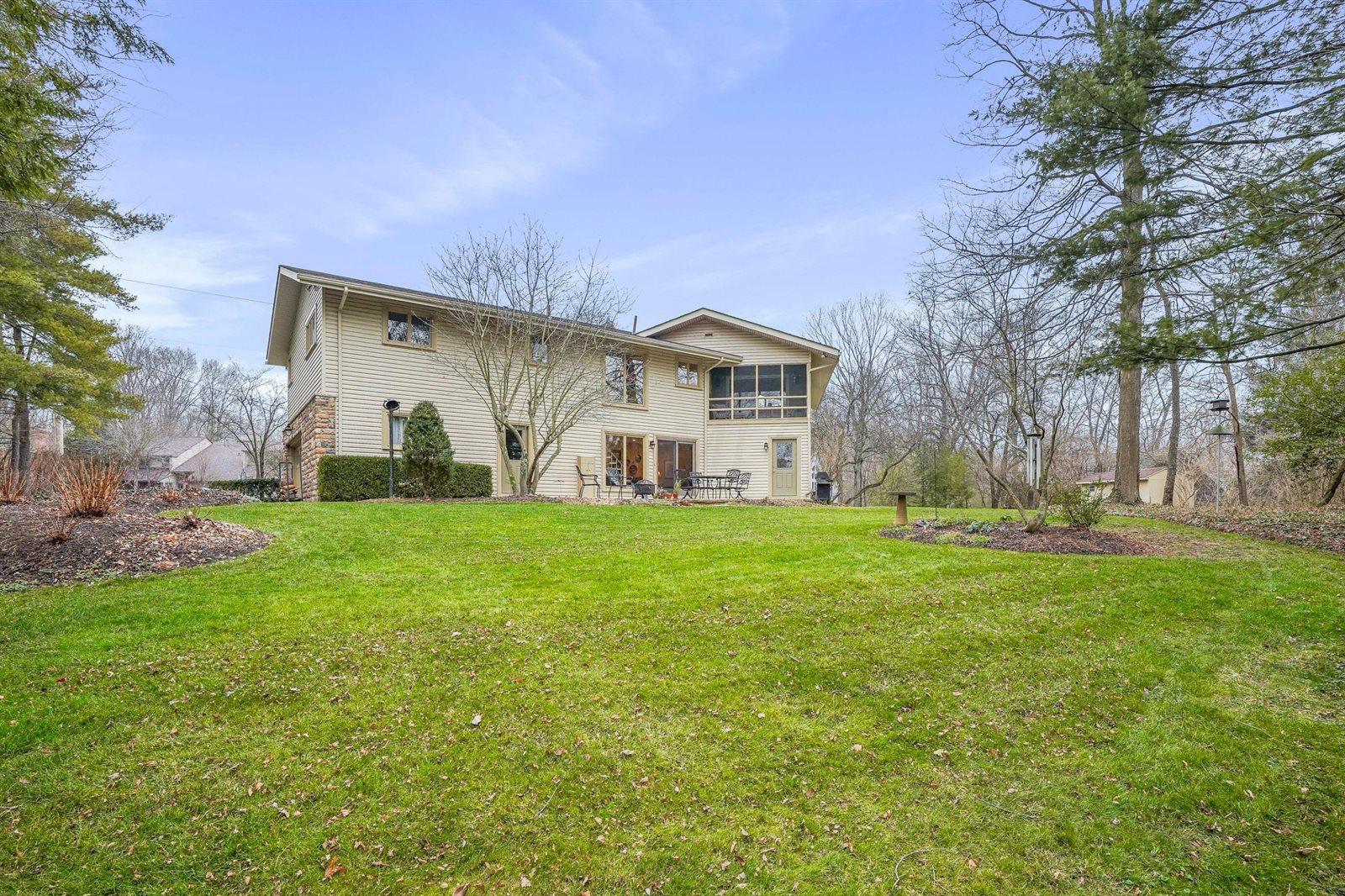 2137 Castle Crest Drive, Worthington, OH 43085