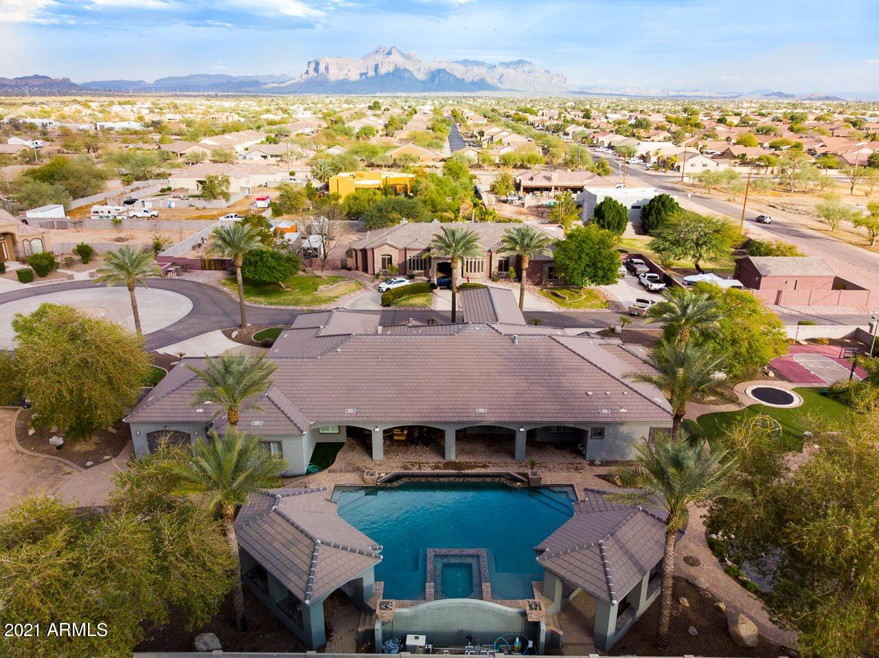 826 North 111TH Place, Mesa, AZ 85207