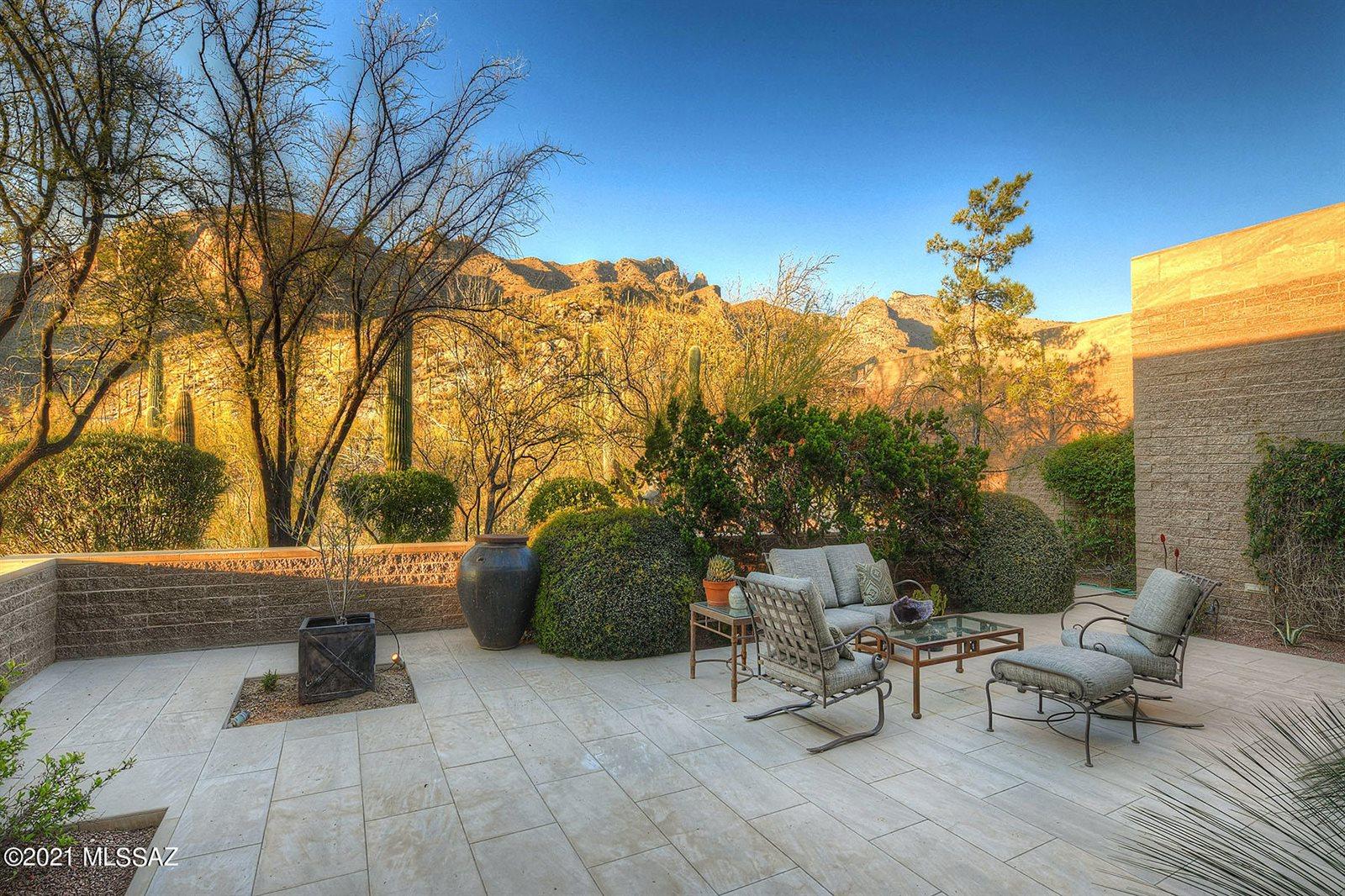 3697 East Canyon Wind Place, Tucson, AZ 85718