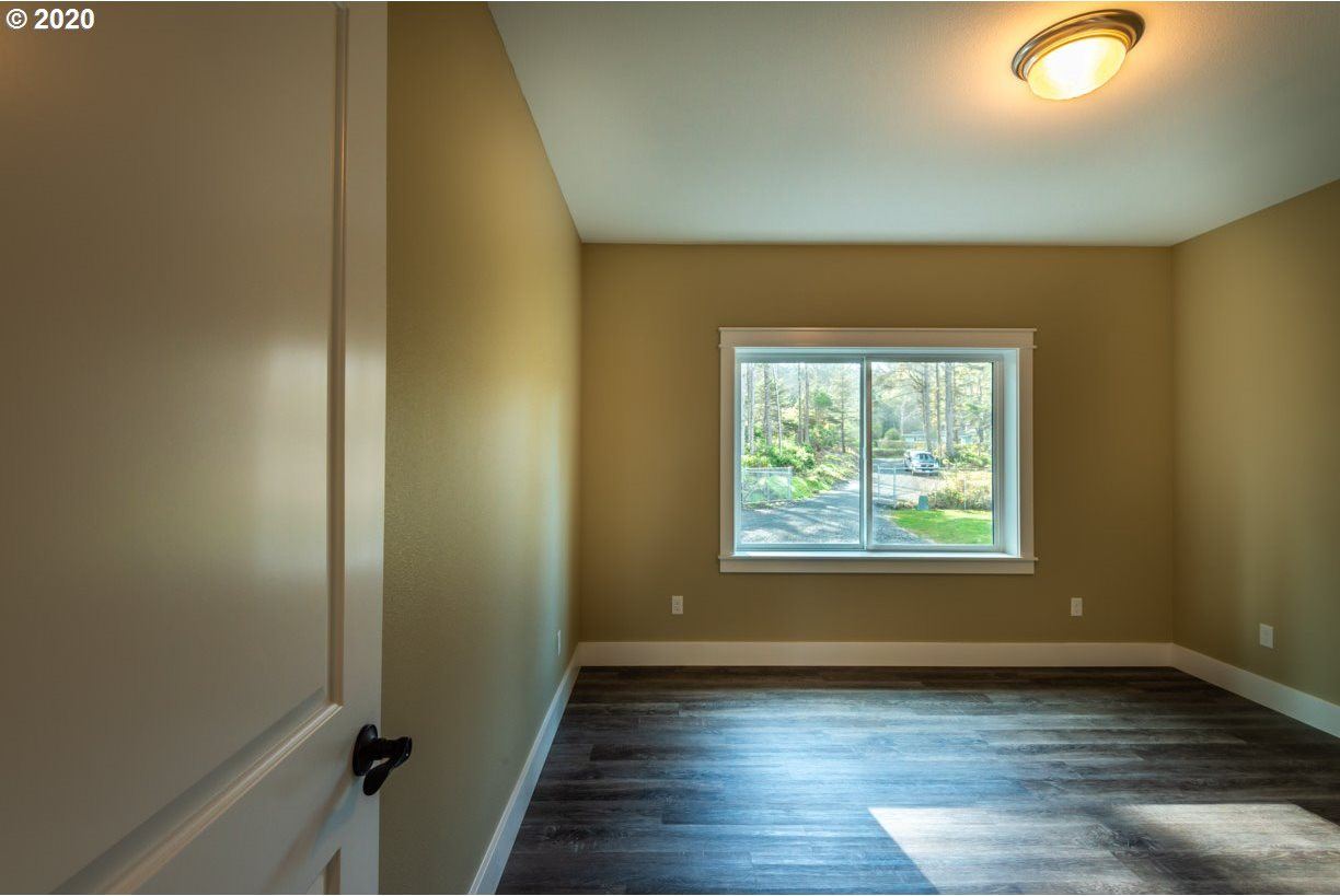 90051 Cape Arago Hy, Coos Bay, OR 97420