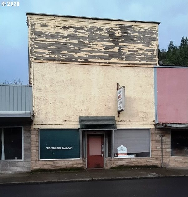 311 North First St, Drain, OR 97435