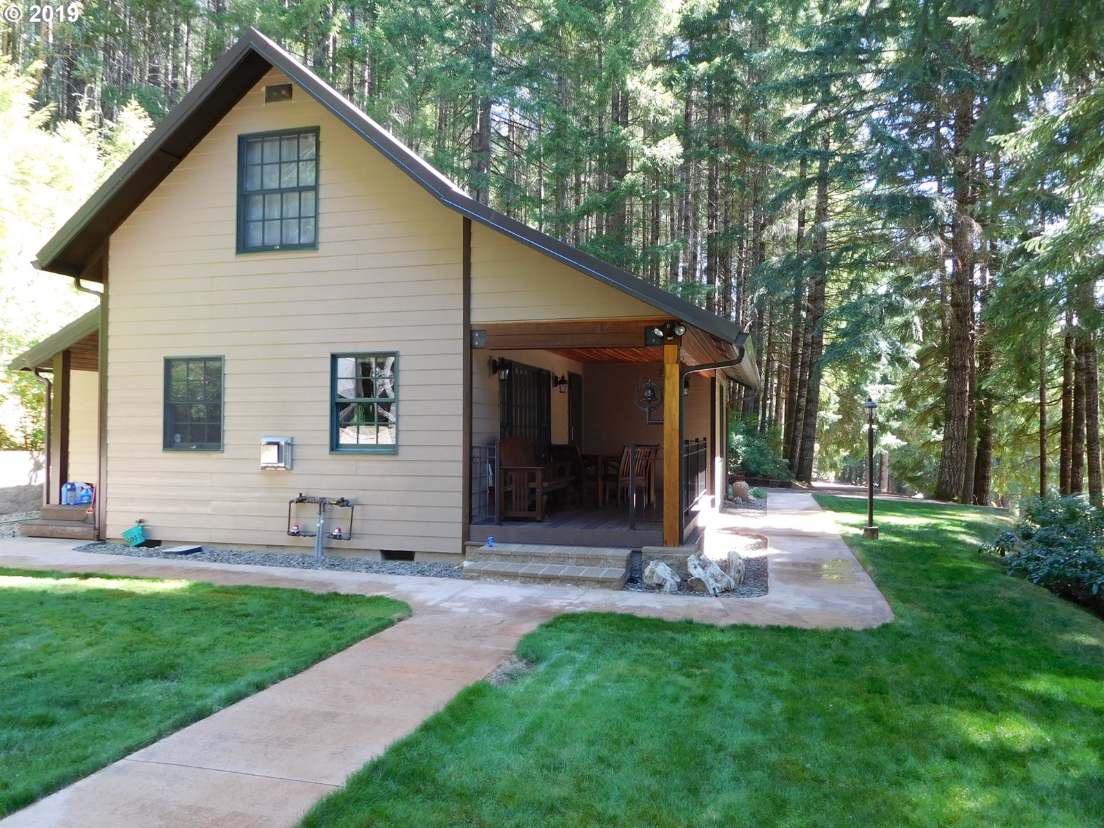 12545 Upper Smith River Rd, Drain, OR 97435