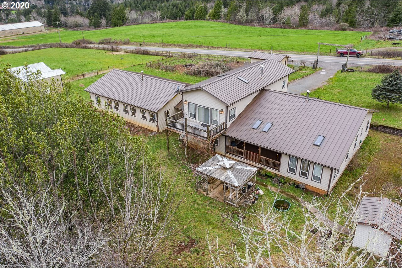98728 South Coos River Ln, Coos Bay, OR 97420