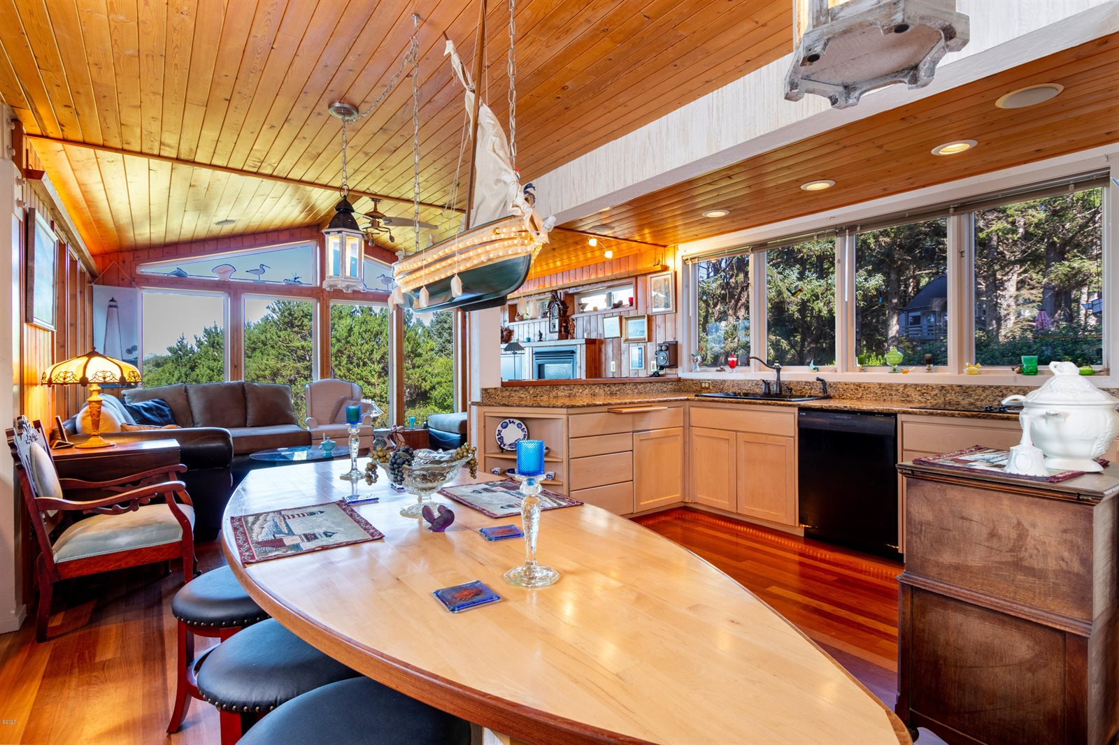 465 SW Cove Point, Depoe Bay, OR 97341