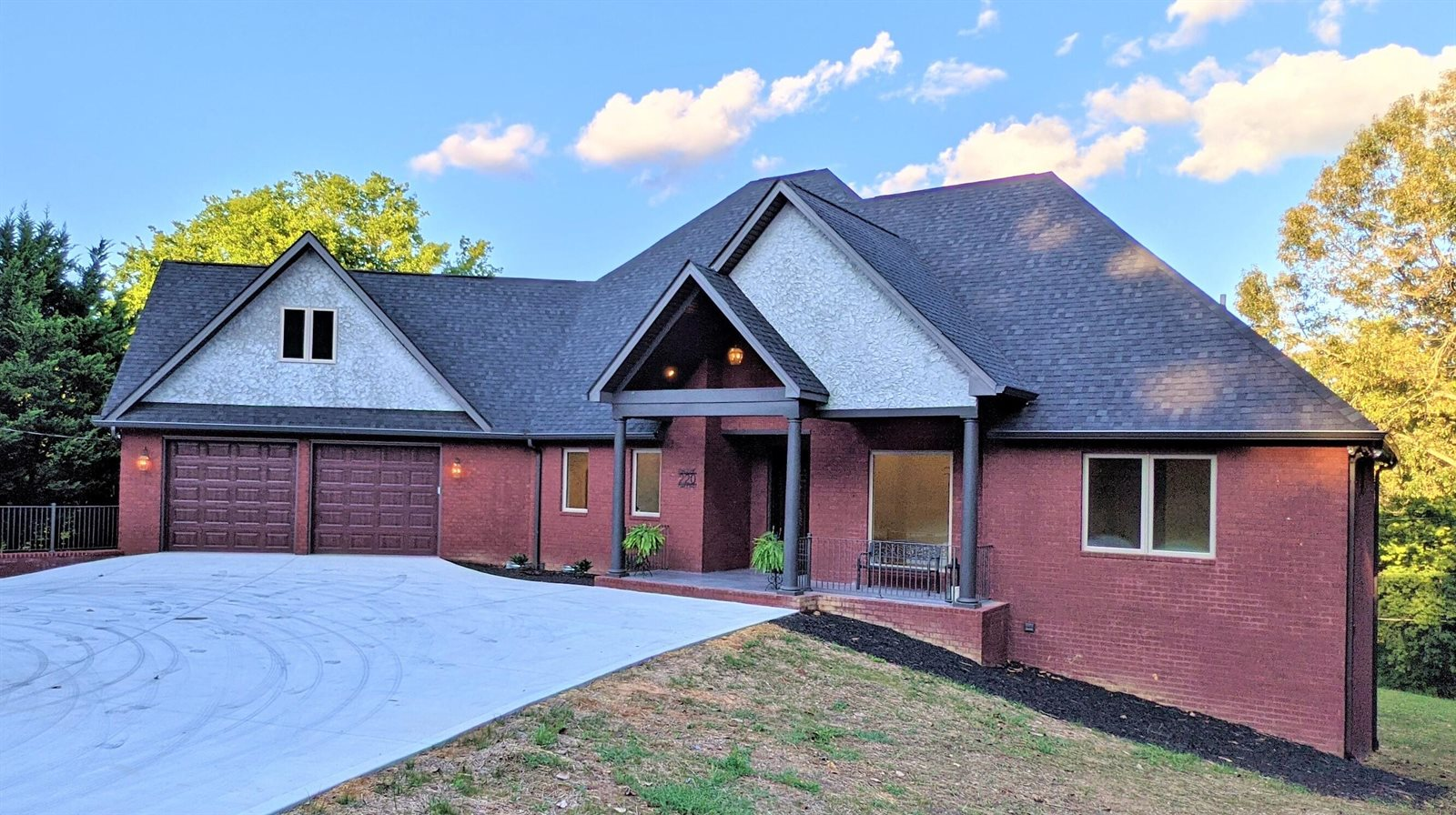 220 Golf Club Rd, Knoxville, TN 37919