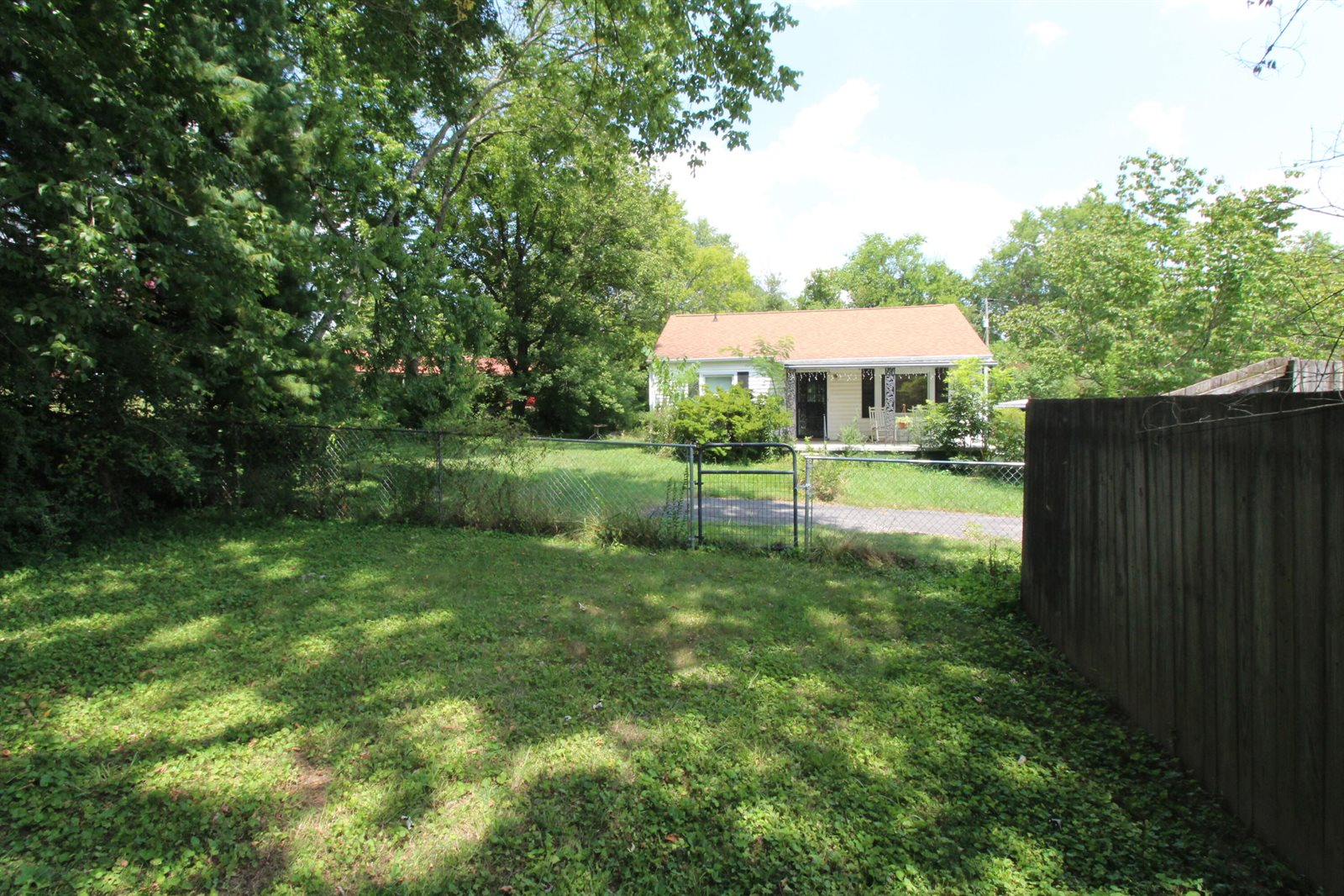 3012 Shelbourne Rd, Knoxville, TN 37917