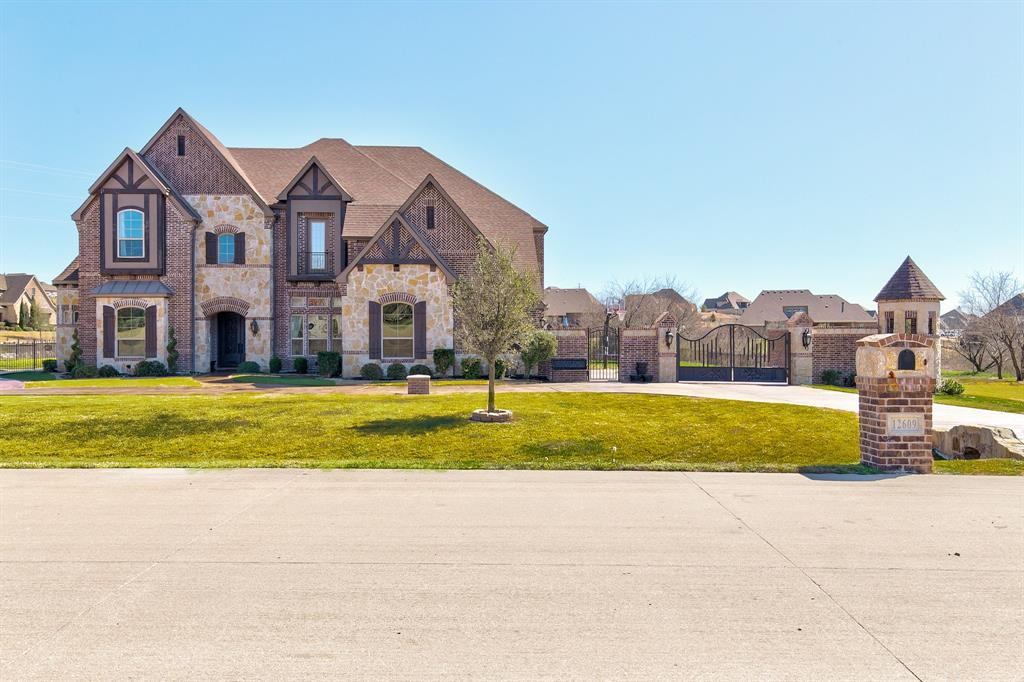 12609 Villa Milano Drive, Fort Worth, TX 76126