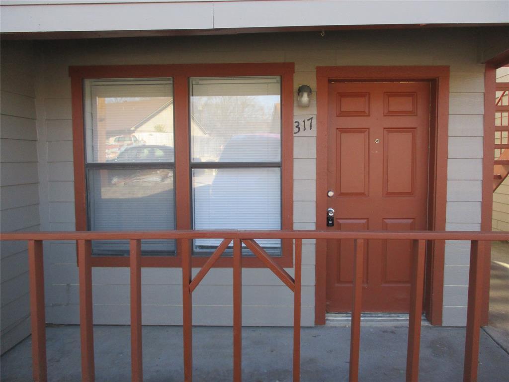 317 Ware Drive, Grand Prairie, TX 75051