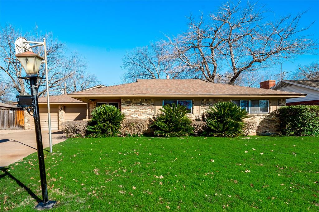 718 Danish Drive, Grand Prairie, TX 75050