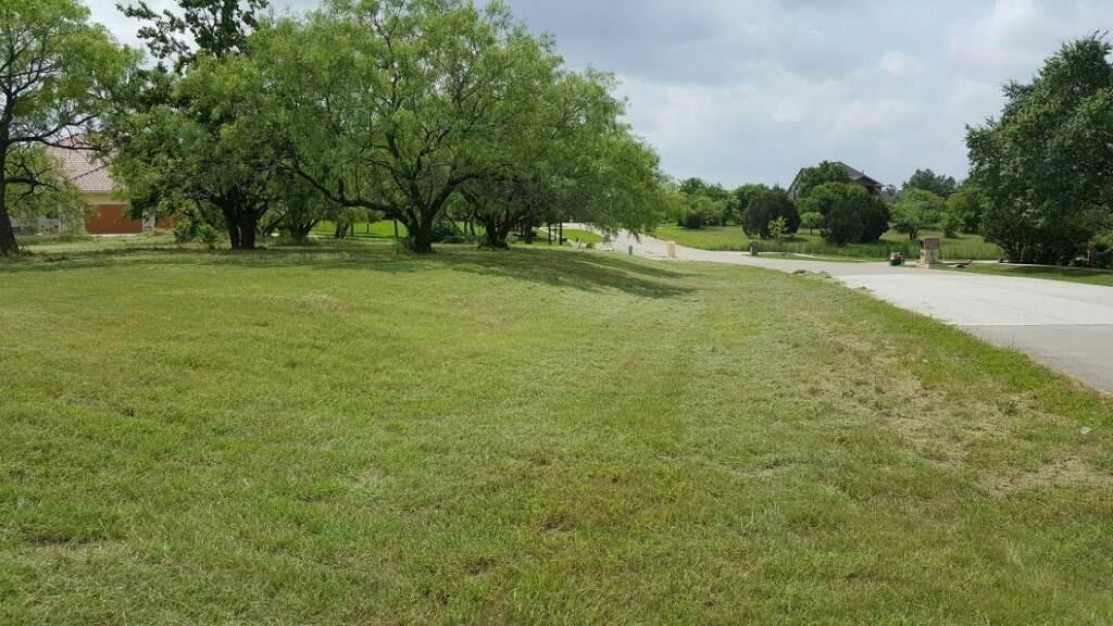 807 Mallard Pointe Drive, Grand Prairie, TX 75104