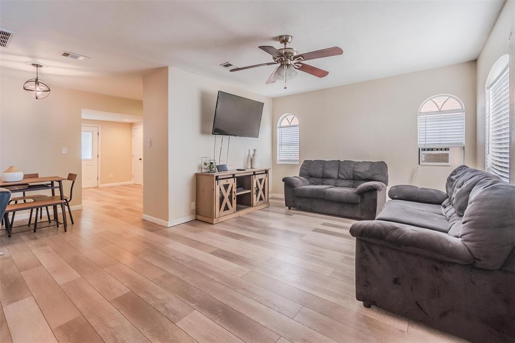 205 15th Street, Grand Prairie, TX 75050