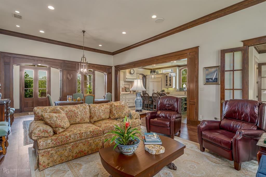 2130 Woodsong Lane, Shreveport, LA 71106
