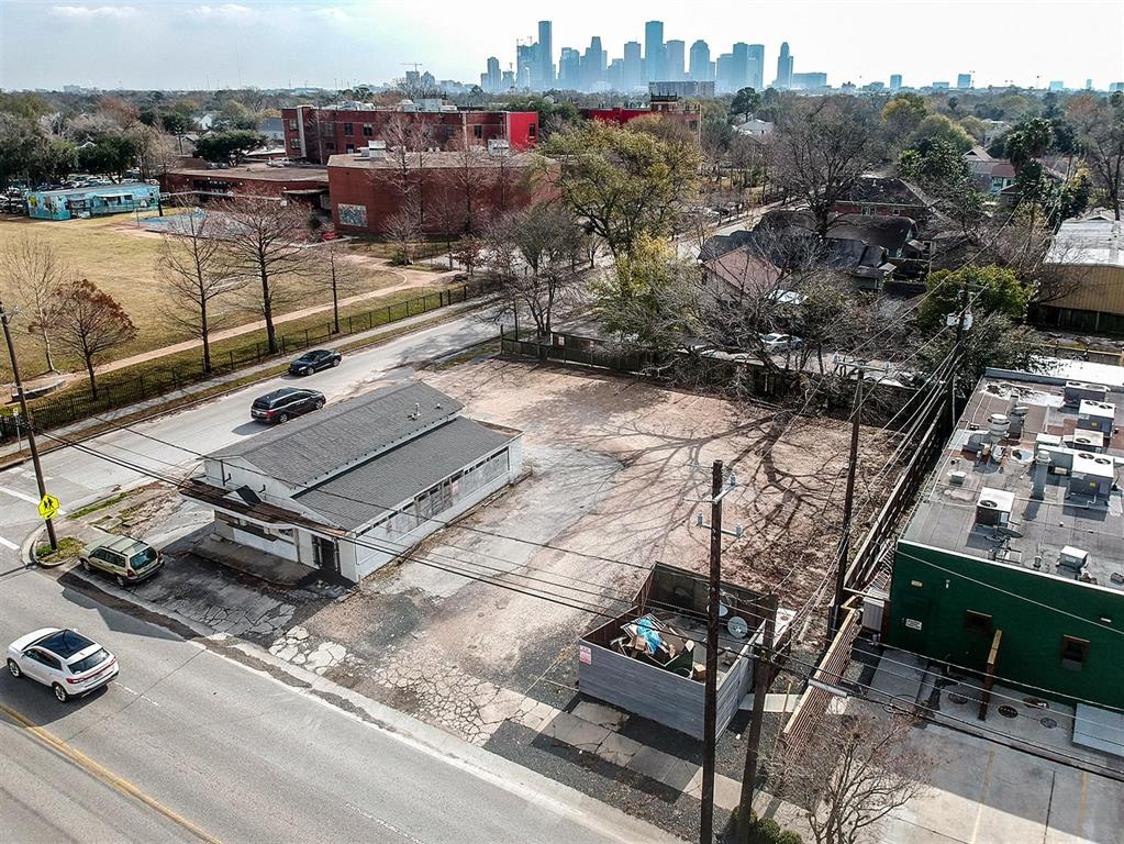 1132 East 11th Street, Houston, TX 77009