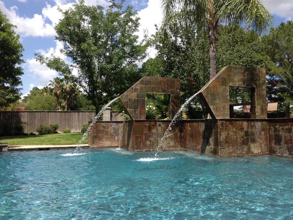 51 Wincrest Falls Drive, Cypress, TX 77429