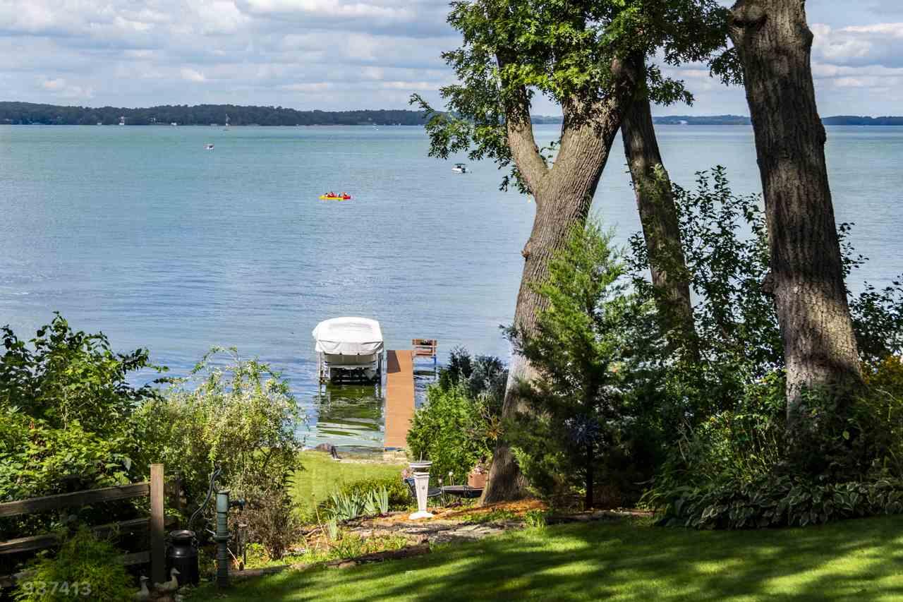 5050 Lake Mendota Dr, Madison, WI 53705