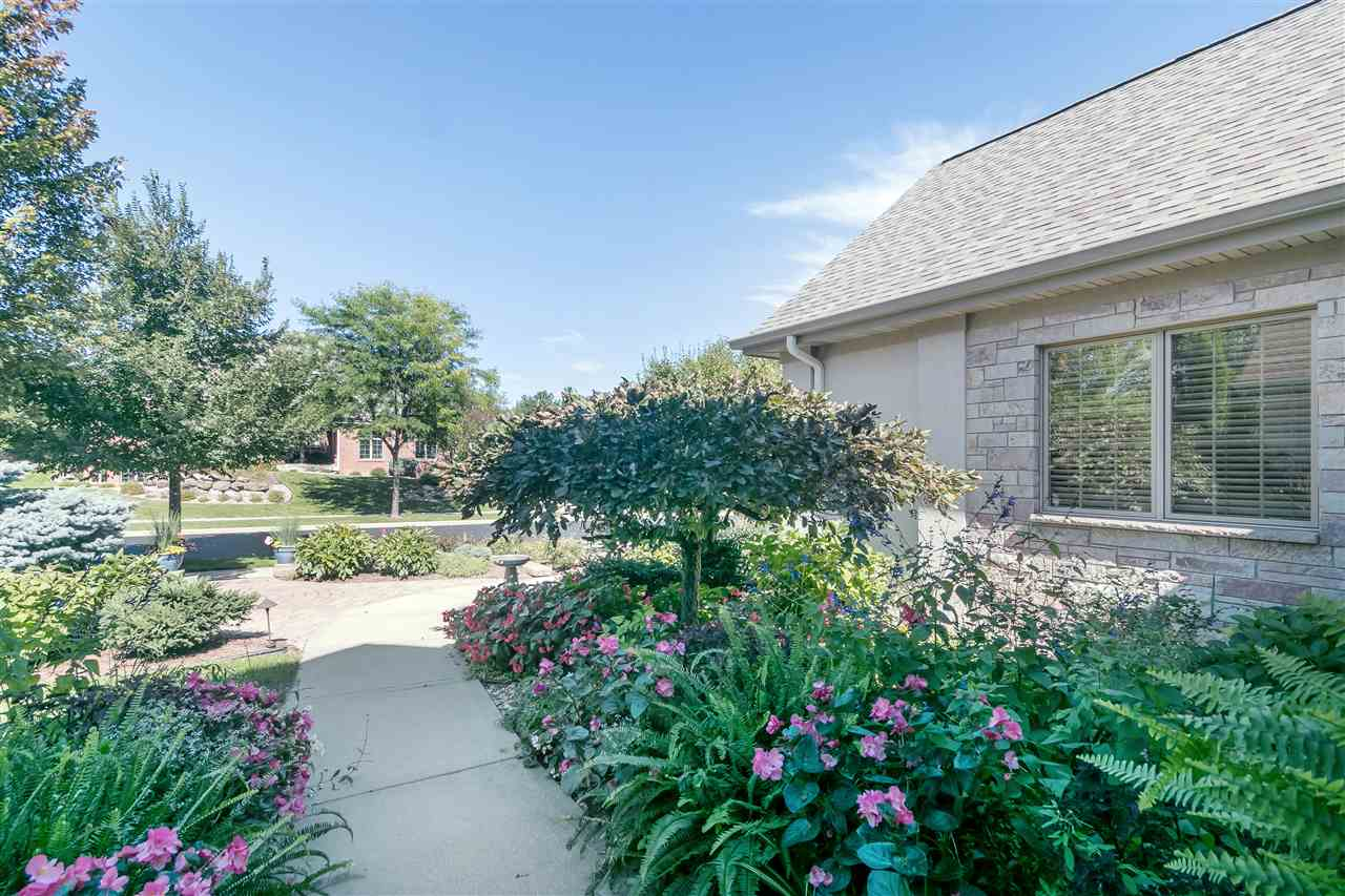 906 Hidden Cave Rd, Madison, WI 53717