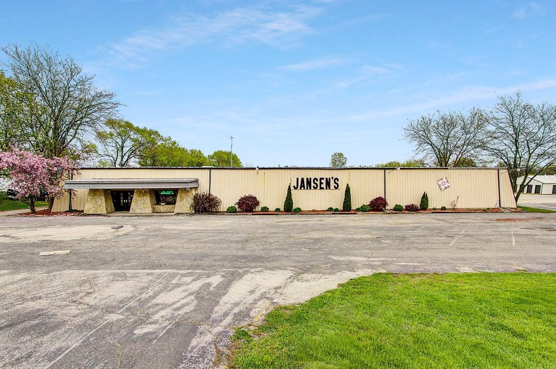 1245 Whitewater Ave, Fort Atkinson, WI 53538