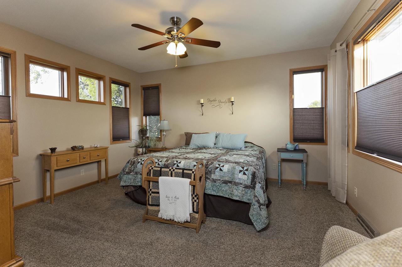 1203 Navaho Ct, Fort Atkinson, WI 53538