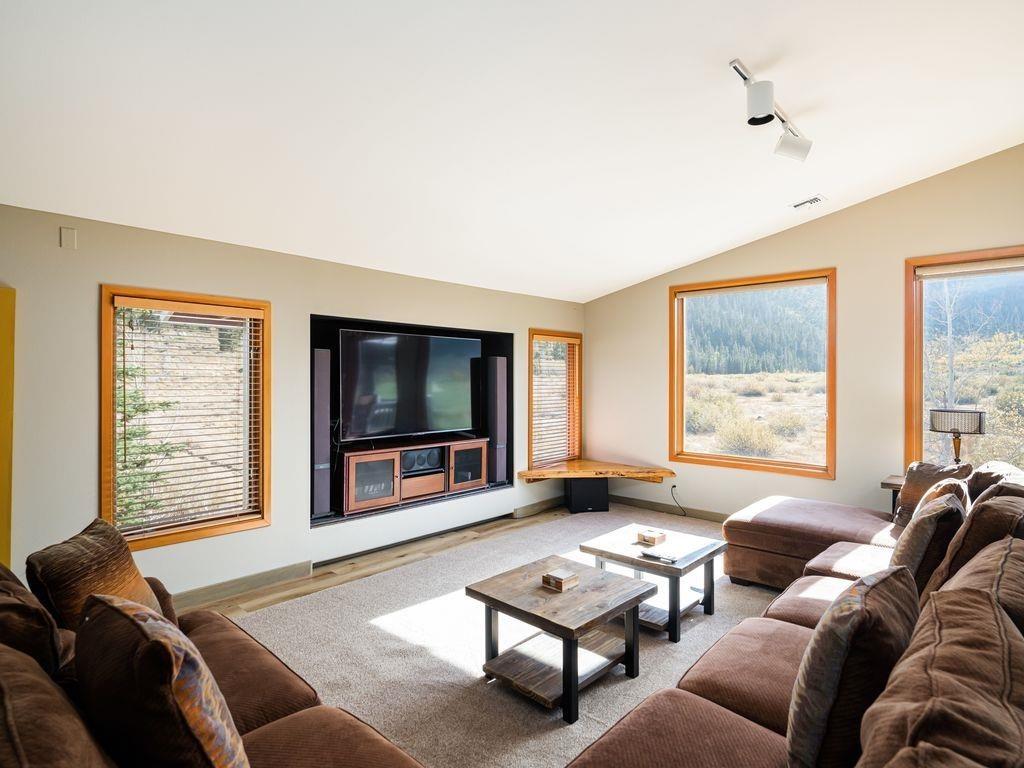 749 Fairway Circle, Mammoth Lakes, CA 93546