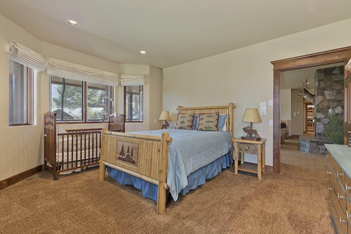 75 Crawford Ave, Mammoth Lakes, CA 93546