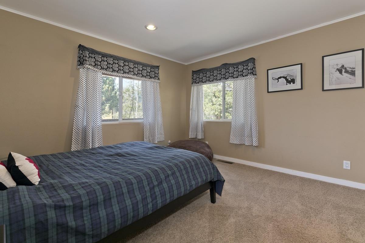 323 Wagon Wheel Road, Mammoth Lakes, CA 93546