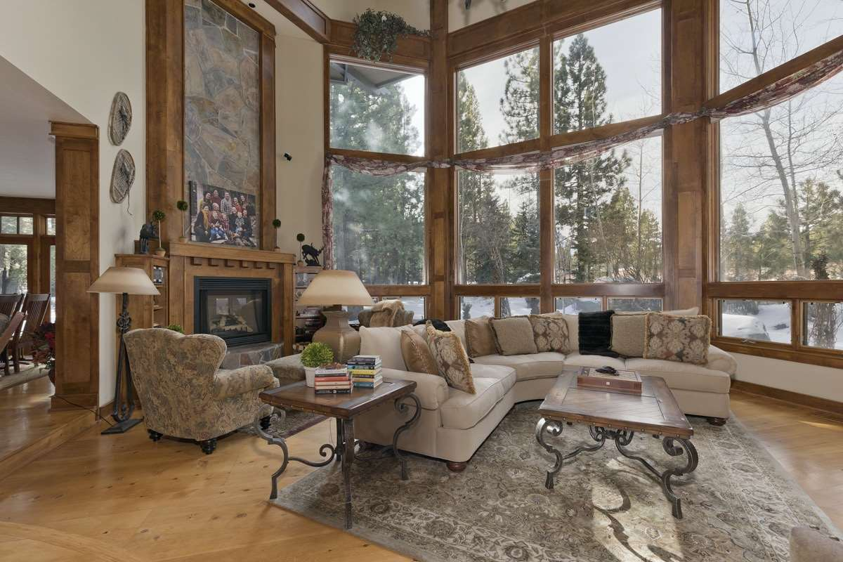 2 Evening Star Dr, Mammoth Lakes, CA 93546