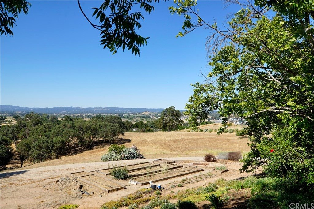 995 Hereford Lane, Paso Robles, CA 93446