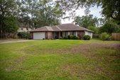 210 Oakwood Circle, Niceville, FL 32578