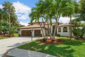 10 Whispering Oak Circle, West Palm Beach, FL 33411