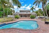 284 Westwood Circle North, West Palm Beach, FL 33411
