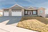 2040 Stone Creek Circle, North Liberty, IA 52317
