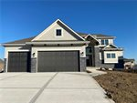 1100 SW Brookside Court, Lee's Summit, MO 64064