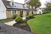 4 Manor Drive, Ewing, NJ 08628