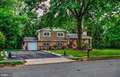 7 Great Woods Dr, Ewing, NJ 08618