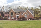 5 Meadow Brook Rd, Chester Township, NJ 07930