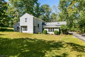 4 Valley View Rd, Chester Township, NJ 07930