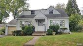12-52 Fairclough Place, Fair Lawn, NJ 07410