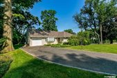 11 Soundview Drive, Great Neck, NY 11020