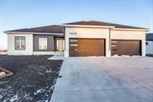 6048 31 Street South, Fargo, ND 58104