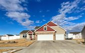2712 Academy Rd NW, Minot, ND 58703