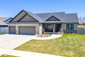5760 East Prairiewood Dr, Grand Forks, ND 58201