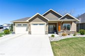 598 Autumn Woods Blvd, Grand Forks, ND 58201