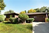 253 Northridge Hills Court, Grand Forks, ND 58201
